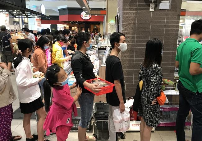 Thảo Cầm Viên Sài Gòn, siêu thị, trung tâm thương mại  đông nghẹt ngày đầu năm - Ảnh 11.