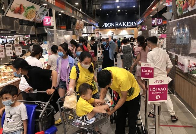Thảo Cầm Viên Sài Gòn, siêu thị, trung tâm thương mại  đông nghẹt ngày đầu năm - Ảnh 5.