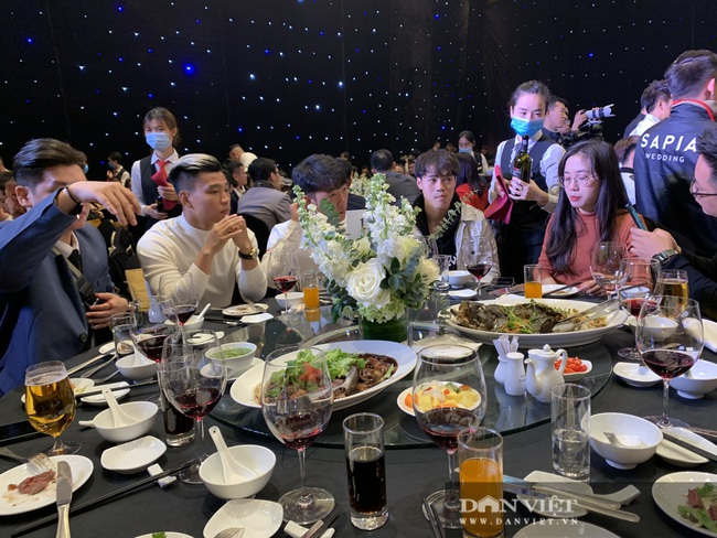 Quang Hải, Đình Trọng đến dự đám cưới Bùi Tiến Dũng - Ảnh 10.