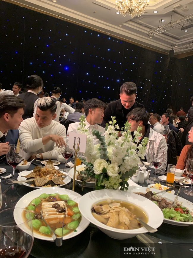 Quang Hải, Đình Trọng đến dự đám cưới Bùi Tiến Dũng - Ảnh 11.
