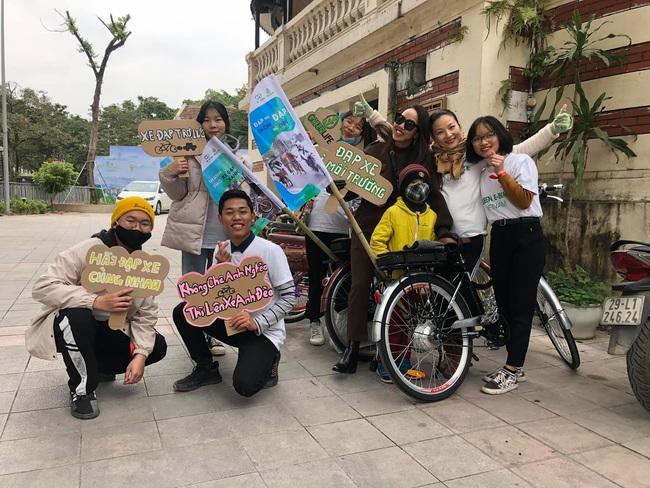 Green Life và Wiibike Việt Nam tổ chức đạp xe trợ lực điện thu gom rác tại Bờ Hồ - Ảnh 2.