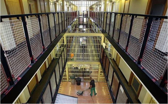 10 nhà tù đáng sợ nhất thế giới: Có nơi tù nhân xin được tử hình - Ảnh 1.