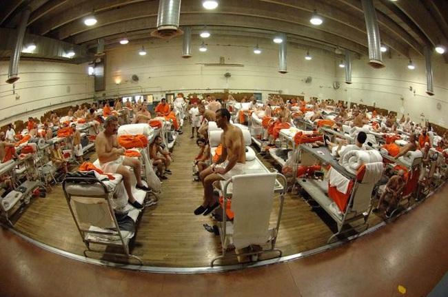 10 nhà tù đáng sợ nhất thế giới: Có nơi tù nhân xin được tử hình - Ảnh 6.