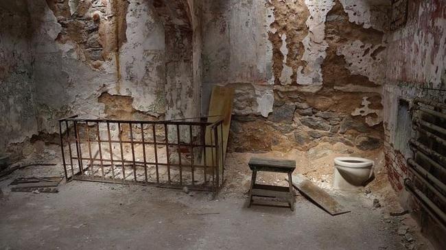 10 nhà tù đáng sợ nhất thế giới: Có nơi tù nhân xin được tử hình - Ảnh 11.