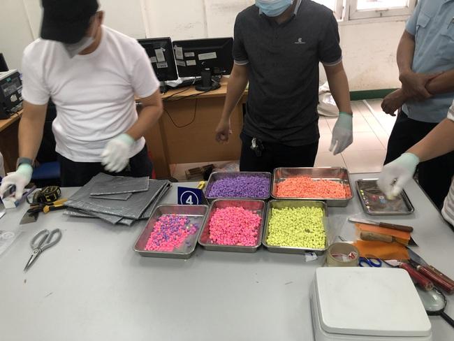 Hơn 31 kg ma túy trong các kiện hàng nhập khẩu gửi qua đường chuyển phát nhanh, bưu chính - Ảnh 9.