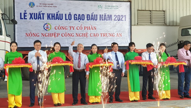 Công bố xuất khẩu lô gạo đầu năm 2021 của Việt Nam sang Malaysia và Singapore - Ảnh 1.