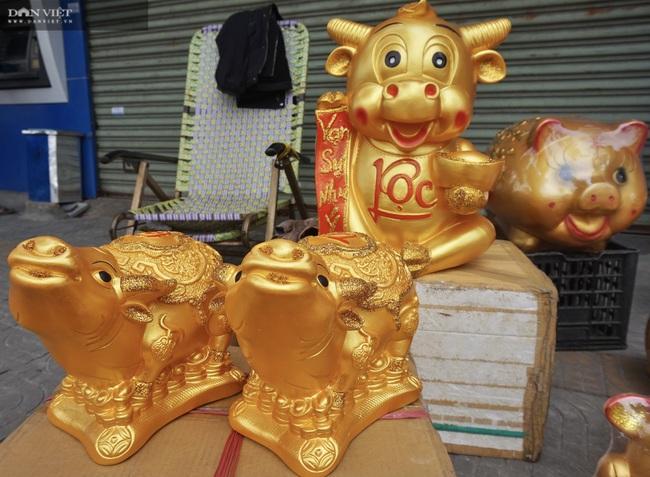 Đà Nẵng: Đồ trang trí hình linh vật năm Tân Sửu hút hàng dịp Tết - Ảnh 1.