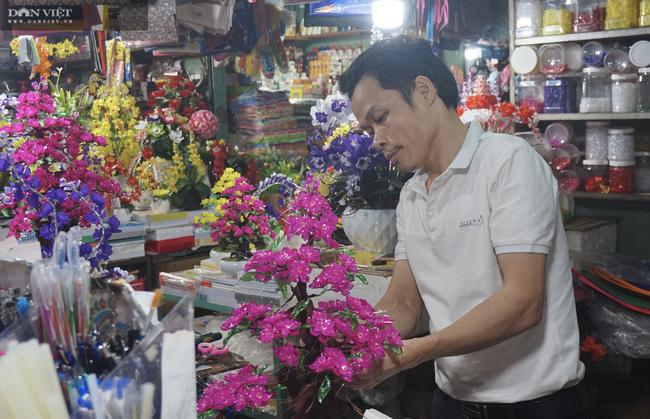 Đà Nẵng: Sức mua yếu, thị trường hoa giả ảm đạm cận Tết Nguyên đán 2021 - Ảnh 1.