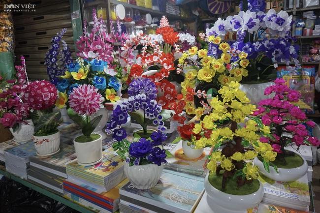 Đà Nẵng: Sức mua yếu, thị trường hoa giả ảm đạm cận Tết Nguyên đán 2021 - Ảnh 2.