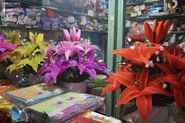 Đà Nẵng: Sức mua yếu, thị trường hoa giả ảm đạm cận Tết Nguyên đán 2021 - Ảnh 6.