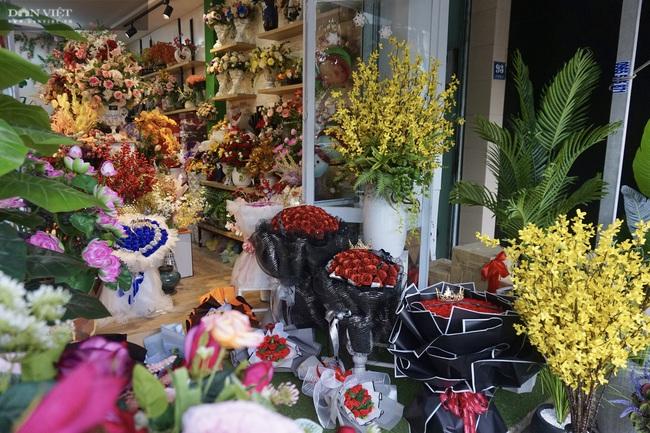 Đà Nẵng: Sức mua yếu, thị trường hoa giả ảm đạm cận Tết Nguyên đán 2021 - Ảnh 7.
