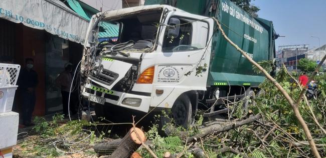 Trên đường đi học về, nữ sinh cấp 1 bị xe tải cán tử vong ở Sài Gòn - Ảnh 1.