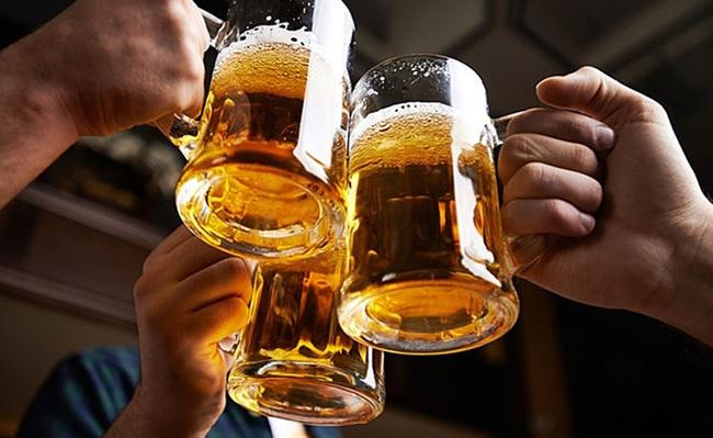 Người Việt giảm ăn nhậu, ngành bia bốc hơi nghìn tỷ - Ảnh 1.