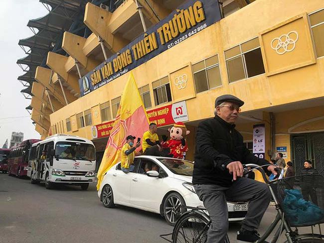 CĐV Nam Định làm nóng Thiên Trường trước trận khai mạc V.League - Ảnh 2.