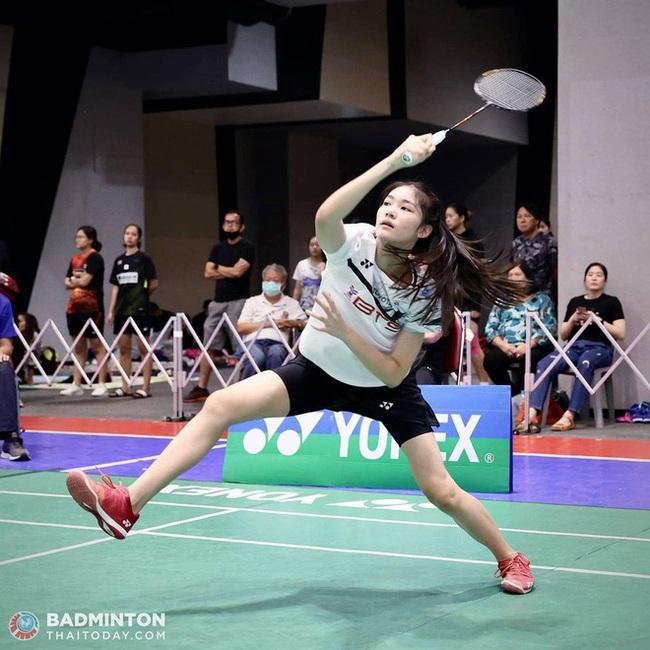 Ngỡ ngàng nhan sắc của nữ tay vợt 14 tuổi đang là mưa làm gió Thái Lan - Ảnh 5.