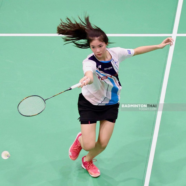 Ngỡ ngàng nhan sắc của nữ tay vợt 14 tuổi đang là mưa làm gió Thái Lan - Ảnh 6.