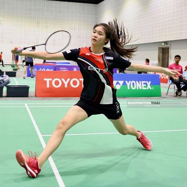 Ngỡ ngàng nhan sắc của nữ tay vợt 14 tuổi đang là mưa làm gió Thái Lan - Ảnh 7.