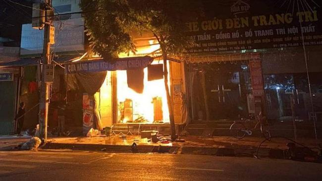 Clip: Cháy cửa hàng tạp hóa ở Thái Bình, 1 nữ sinh lớp 9 tử vong - Ảnh 2.