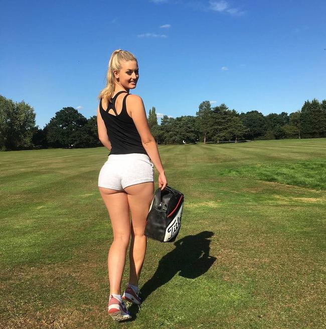 """""""Ngộp thở"""" trước vòng 3 của nữ tay golf xinh đẹp người Anh - Ảnh 1."""