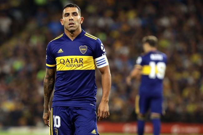 Tevez được NHM quý mến vì lối chơi nhiệt huyết.