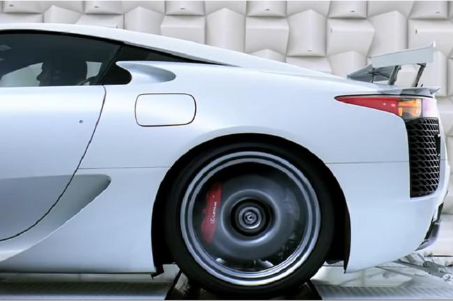 Siêu xe Lexus kỷ niệm sinh nhật 10 năm bằng màn thổi bánh siêu độc đáo - Ảnh 4.