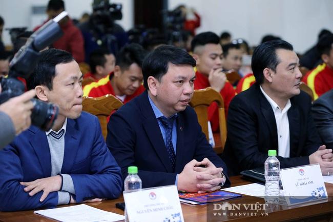 Quế Ngọc Hải, Bùi Tiến Dũng đến tham dự lễ công bố trang phục mới cho đội tuyển bóng đá quốc gia - Ảnh 2.