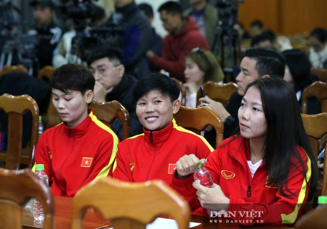 Quế Ngọc Hải, Bùi Tiến Dũng đến tham dự lễ công bố trang phục mới cho đội tuyển bóng đá quốc gia - Ảnh 3.