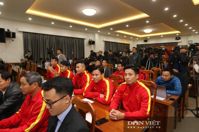 Quế Ngọc Hải, Bùi Tiến Dũng đến tham dự lễ công bố trang phục mới cho đội tuyển bóng đá quốc gia - Ảnh 4.