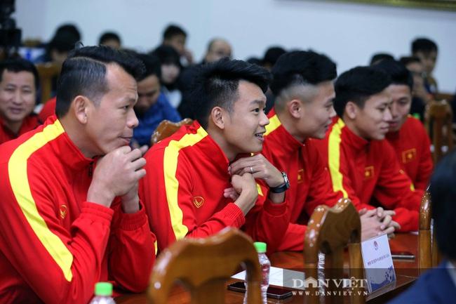 Quế Ngọc Hải, Bùi Tiến Dũng đến tham dự lễ công bố trang phục mới cho đội tuyển bóng đá quốc gia - Ảnh 5.
