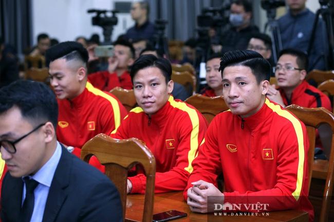 Quế Ngọc Hải, Bùi Tiến Dũng đến tham dự lễ công bố trang phục mới cho đội tuyển bóng đá quốc gia - Ảnh 6.