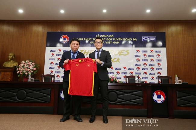 Ảnh: Quế Ngọc Hải, Bùi Tiến Dũng đến tham dự lễ công bố trang phục mới cho đội tuyển bóng đá quốc gia - Ảnh 3.