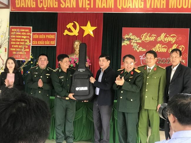 Bí thư Tỉnh ủy Đắk Lắk: Cán bộ chiến sĩ biên phòng cần tăng cường bảo vệ Đại hội Đảng, phòng chống dịch Covid-19 - Ảnh 2.