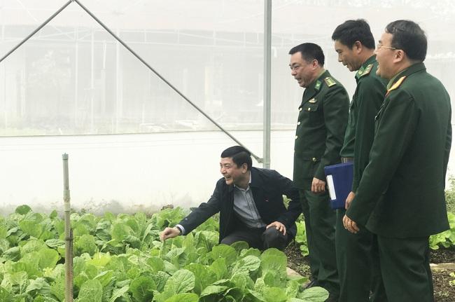 Bí thư Tỉnh ủy Đắk Lắk: Cán bộ chiến sĩ biên phòng cần tăng cường bảo vệ Đại hội Đảng, phòng chống dịch Covid-19 - Ảnh 3.