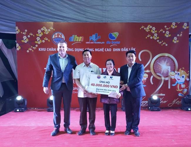Tập đoàn De Heus, Tập đoàn Hùng Nhơn tặng quà tết cho hộ nghèo Đắk Lắk, tài trợ 500 triệu đồng xây cầu - Ảnh 1.