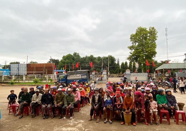 Tập đoàn De Heus, Tập đoàn Hùng Nhơn tặng quà tết cho hộ nghèo Đắk Lắk, tài trợ 500 triệu đồng xây cầu - Ảnh 2.