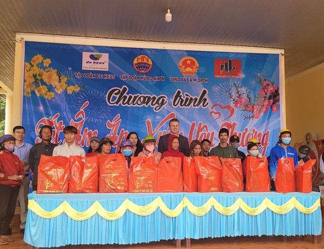 Tập đoàn De Heus, Tập đoàn Hùng Nhơn tặng quà tết cho hộ nghèo Đắk Lắk, tài trợ 500 triệu đồng xây cầu - Ảnh 3.