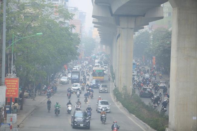 Hà Nội ô nhiễm không khí, người già, trẻ nhỏ cần hạn chế ra đường - Ảnh 4.