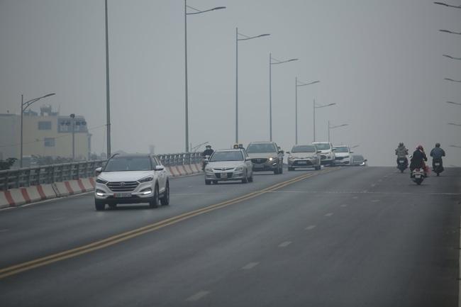 Hà Nội ô nhiễm không khí, người già, trẻ nhỏ cần hạn chế ra đường - Ảnh 1.