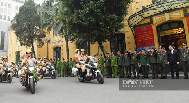 Công an Hà Nội ra quân bảo vệ Đại hội Đảng XIII - Ảnh 1.