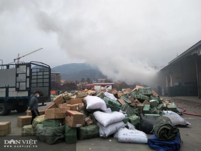 Quảng Ninh: Cháy kho hàng Cửa khẩu Bắc Phong Sinh - Ảnh 2.