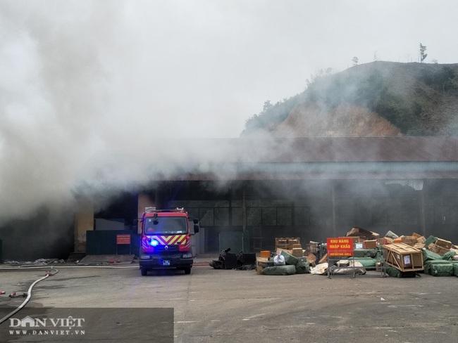 Quảng Ninh: Cháy kho hàng Cửa khẩu Bắc Phong Sinh - Ảnh 1.