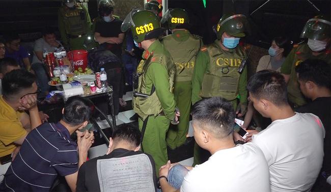 An Giang: Phát hiện 14 nam, nữ trong quán Karaoke dương tính với ma túy - Ảnh 1.