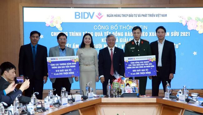 BIDV dành 13 tỷ đồng tặng quà Tết cho người nghèo - Ảnh 1.