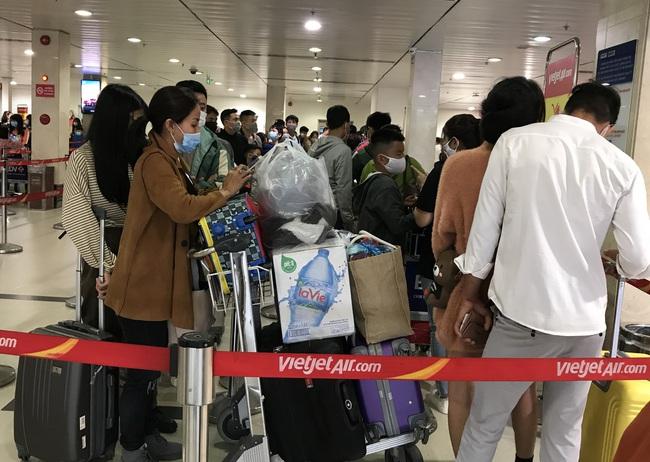 Vé bay Tết Tân Sửu: Không lo thiếu, Vietnam Airlines, Vietjet, Bamboo Airways bay xuyên đêm, cả nghìn chuyến/ngày - Ảnh 1.