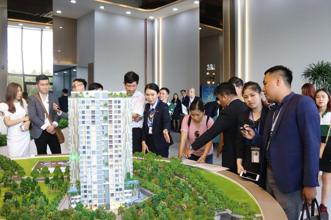 Năm 2021, giá bất động sản ở TP.HCM và Hà Nội sẽ tăng bao nhiêu? - Ảnh 2.