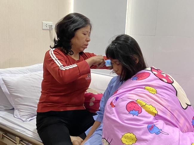 Báo NTNN/ Dân Việt tặng tiền cấy điện từ ốc tai: Tặng hi vọng cho những đứa trẻ kém may mắn - Ảnh 1.