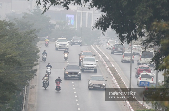 Hà Nội sương mù như Sa Pa, nhiều ôtô phải bật đèn đi giữa ban ngày - Ảnh 5.