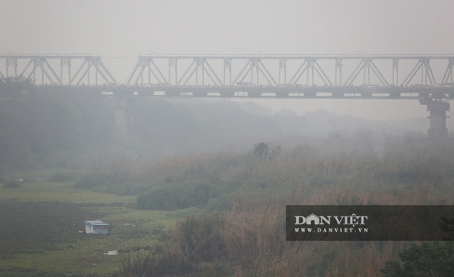 Hà Nội sương mù như Sa Pa, nhiều ôtô phải bật đèn đi giữa ban ngày - Ảnh 6.