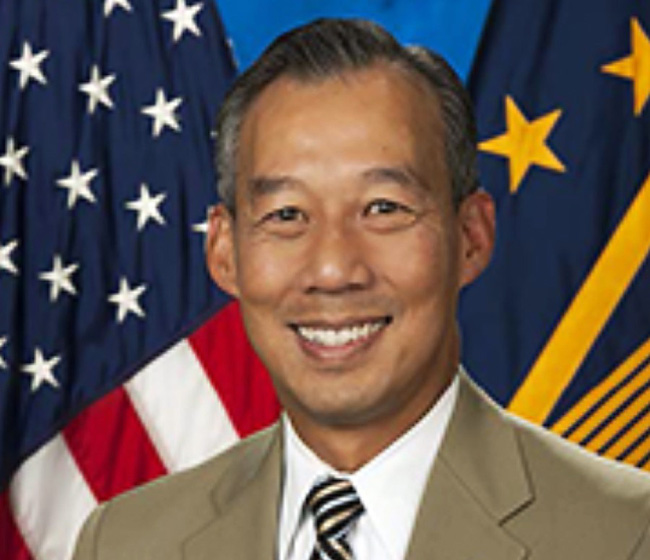 Ông Joe Biden bổ nhiệm một người Mỹ gốc Việt làm quyền bộ trưởng - Ảnh 1.