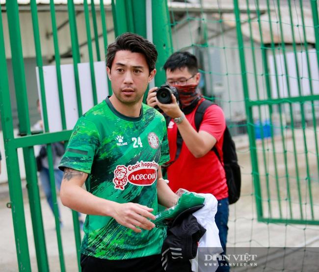 Lee Nguyễn thân thiết với HLV Polking trong ngày đầu hội quân - Ảnh 4.